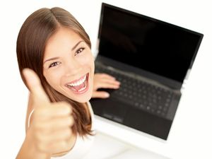 Laptop_woman_happy